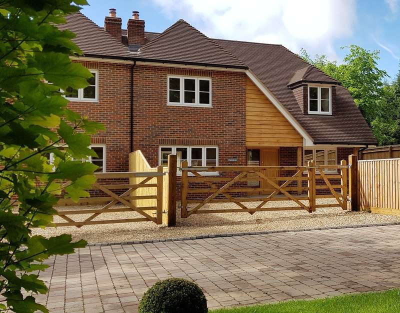 4 Bedrooms Semi Detached House for sale in Park Lane, Cane End, Reading, RG4
