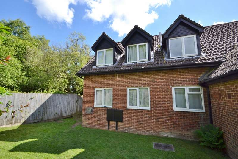 2 Bedrooms Flat for sale in Lytchett Matravers