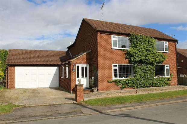 3 Bedrooms Detached House for sale in East Gate, Rudston, Driffield, East Riding of Yorkshire
