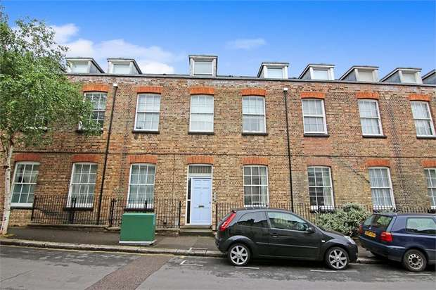 2 Bedrooms Flat for sale in St Mary Road, Walthamstow, London