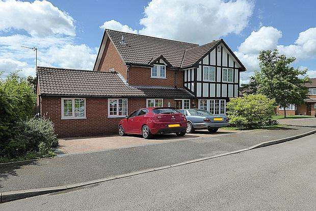 4 Bedrooms Detached House for sale in Frosty Hollow, East Hunsbury, Northampton, NN4