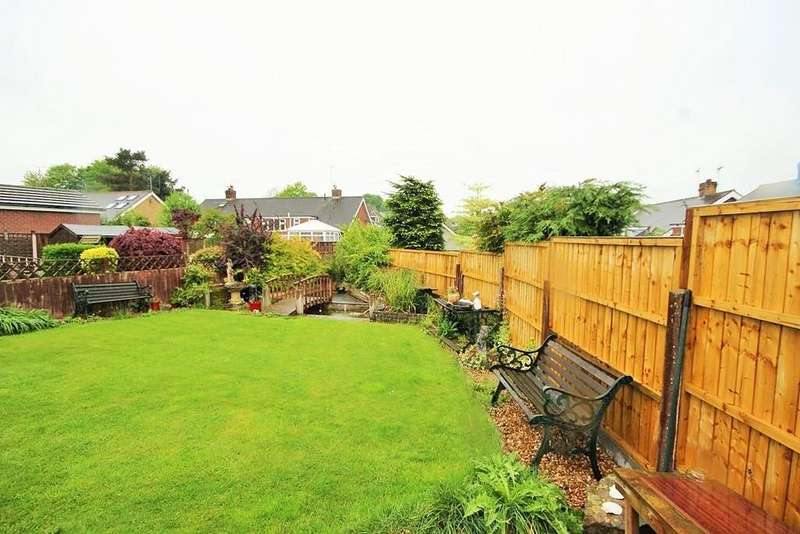 3 Bedrooms Semi Detached House for sale in Mount Place, Forsbrook