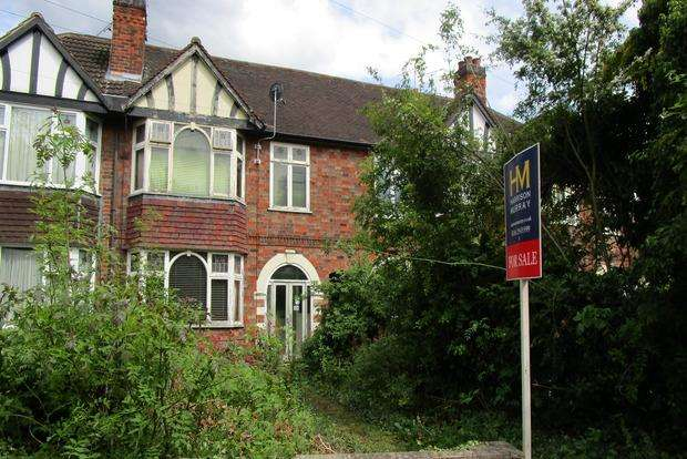 3 Bedrooms Terraced House for sale in Melcroft Avenue, Leicester, LE3