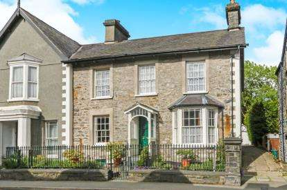 5 Bedrooms Semi Detached House for sale in Station Road, Llanrwst, Conwy, LL26