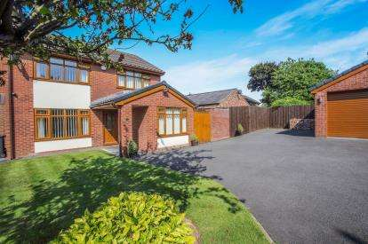 4 Bedrooms Detached House for sale in Horseshoe Close, Kingsley, Frodsham, Cheshire, WA6