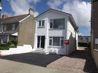 2 Bedrooms Flat for sale in Porth, Newquay, Cornwall