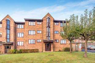 2 Bedrooms Flat for sale in Birkdale Court, Buckland Road, Maidstone, Kent