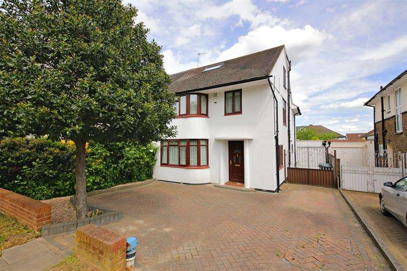 5 Bedrooms Semi Detached House for sale in Chase Road, .Oakwood