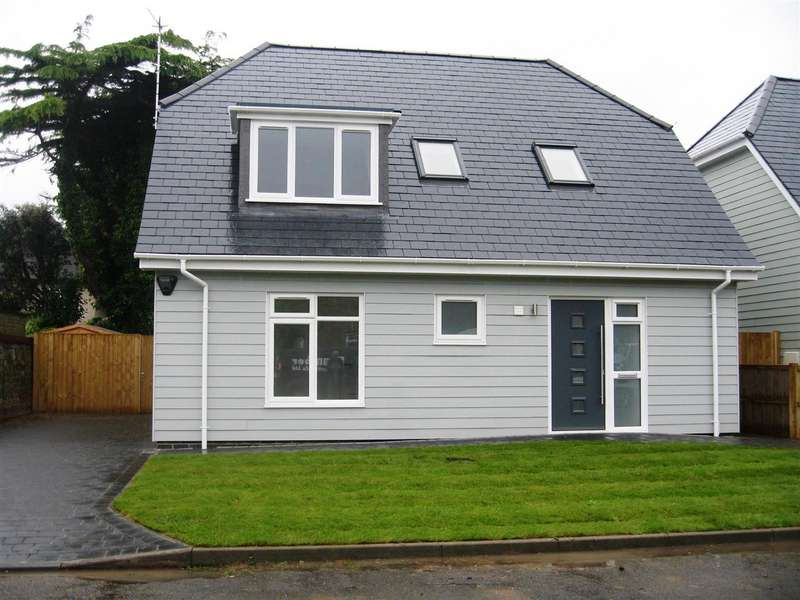3 Bedrooms Detached House for sale in The Martlets, Shoreham-By-Sea