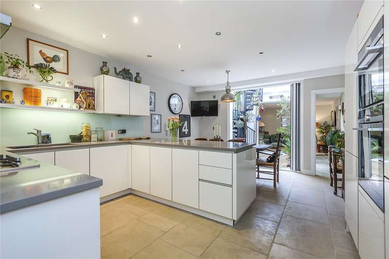 3 Bedrooms Semi Detached House for sale in David Mews, London, SE10