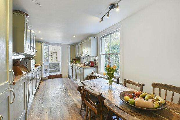 5 Bedrooms Terraced House for sale in PAROLLES ROAD Whitehall Park N19 3RE