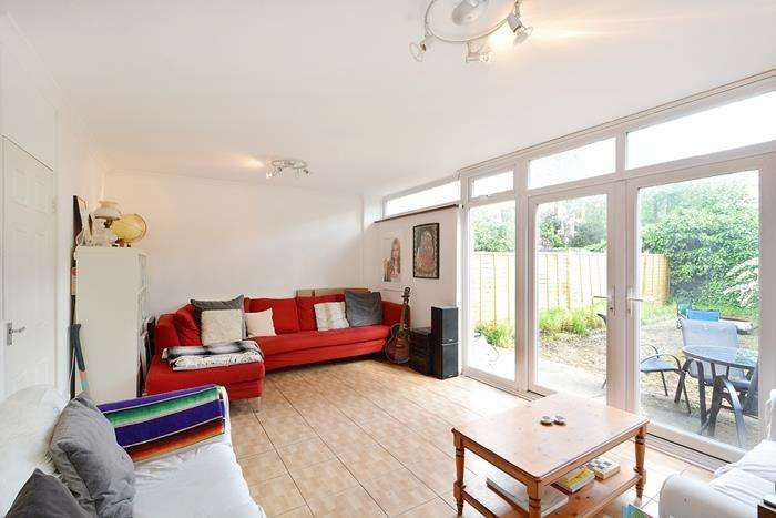 4 Bedrooms House for sale in Ravenscroft Street, London, E2