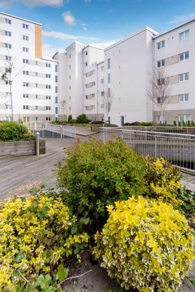 2 Bedrooms Flat for sale in Heron Place, Edinburgh, EH5 1GG