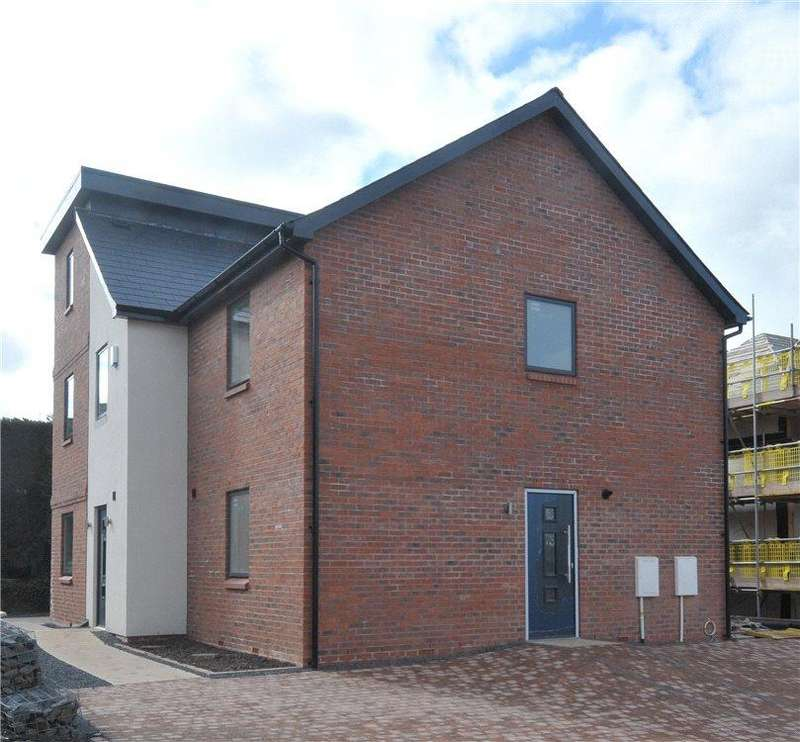 2 Bedrooms Maisonette Flat for sale in Cavalier Crescent, Worcester, Worcestershire, WR5