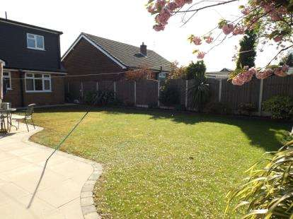 4 Bedrooms Detached House for sale in Cotswold Avenue, Lowton, Warrington, Cheshire