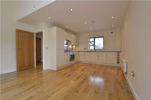 2 Bedrooms Maisonette Flat for sale in Gloucester Road, Horfield, BRISTOL, BS7 8PD