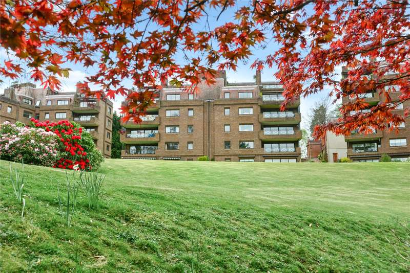 2 Bedrooms Flat for sale in Maple Lodge, Lythe Hill Park, Haslemere, Surrey, GU27
