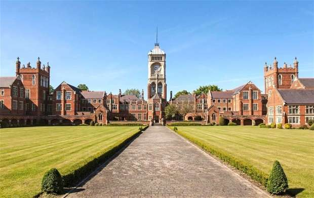 3 Bedrooms Flat for sale in Royal Connaught Park, Bushey