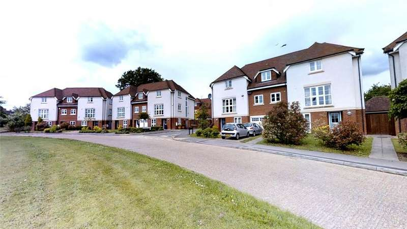 4 Bedrooms Town House for sale in Oak Tree Drive, Guildford, Surrey, GU1