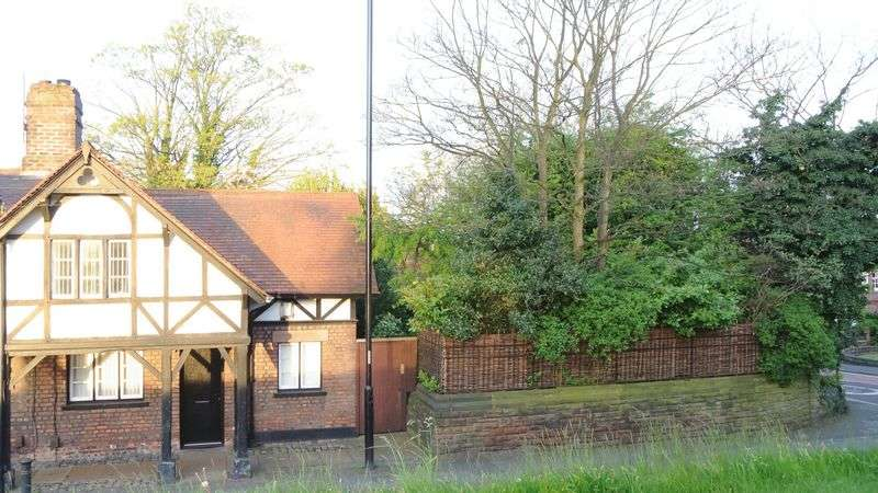 2 Bedrooms Cottage House for sale in Blue Bell Lane, Huyton, Liverpool L36