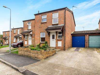 3 Bedrooms Semi Detached House for sale in Purfleet, Essex