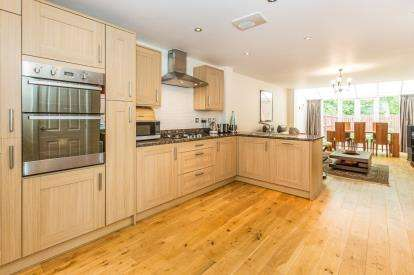 4 Bedrooms End Of Terrace House for sale in Horseshoe Crescent, Great Barr, Birmingham, West Midlands