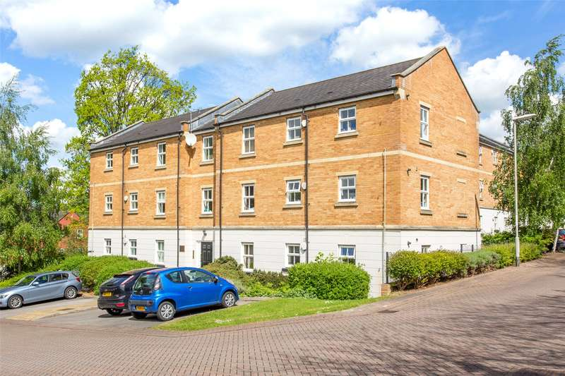 2 Bedrooms Flat for sale in Charnley Drive, Leeds, West Yorkshire, LS7