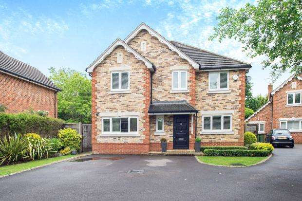 4 Bedrooms Detached House for sale in Hinchley Wood, Esher, Surrey