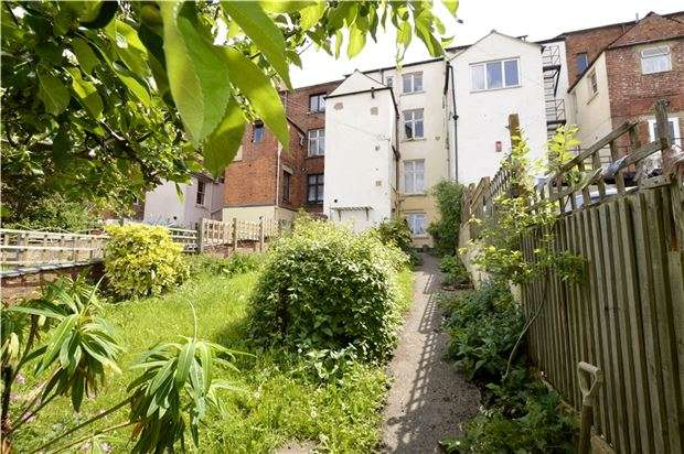 1 Bedroom Flat for sale in Lansdown, Stroud, Gloucestershire, GL5 1BG