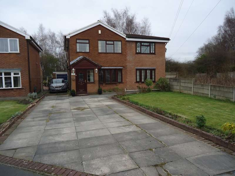 5 Bedrooms Detached House for sale in The Fairway, New Moston, M40
