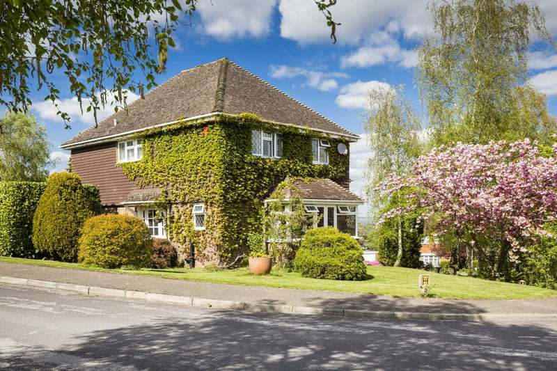4 Bedrooms Detached House for sale in Pennington Place, Southborough