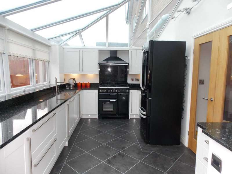 3 Bedrooms Semi Detached House for sale in Franklin Grove, Shevington Park