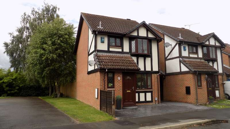 3 Bedrooms Link Detached House for sale in Ryves Avenue, Yateley, GU46