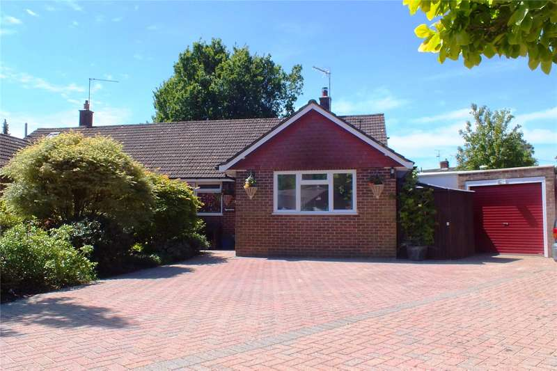 3 Bedrooms Semi Detached Bungalow for sale in Montrose Close, Fleet, GU51