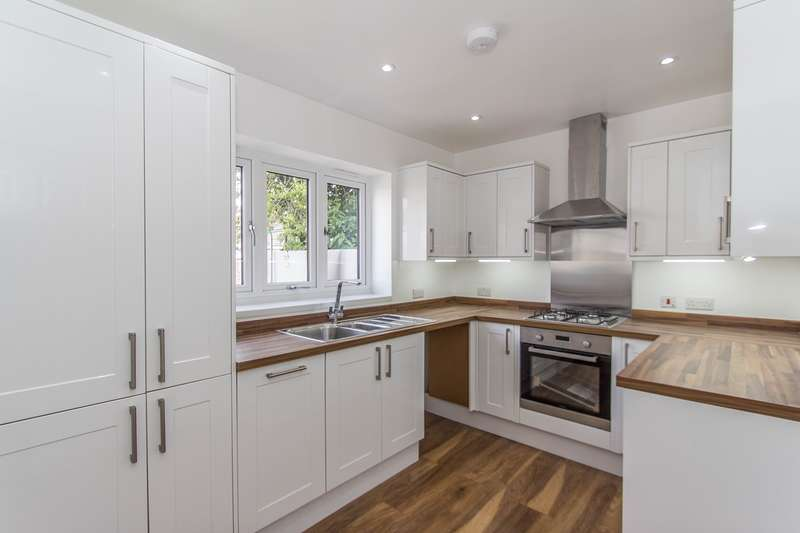 3 Bedrooms End Of Terrace House for sale in Bennett Road, Plaistow, London, E13