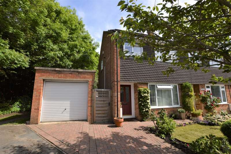 3 Bedrooms End Of Terrace House for sale in St Johns, Surrey
