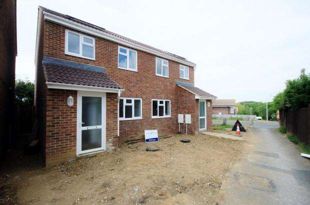 3 Bedrooms Semi Detached House for sale in Downs View, Peacehaven, BN10