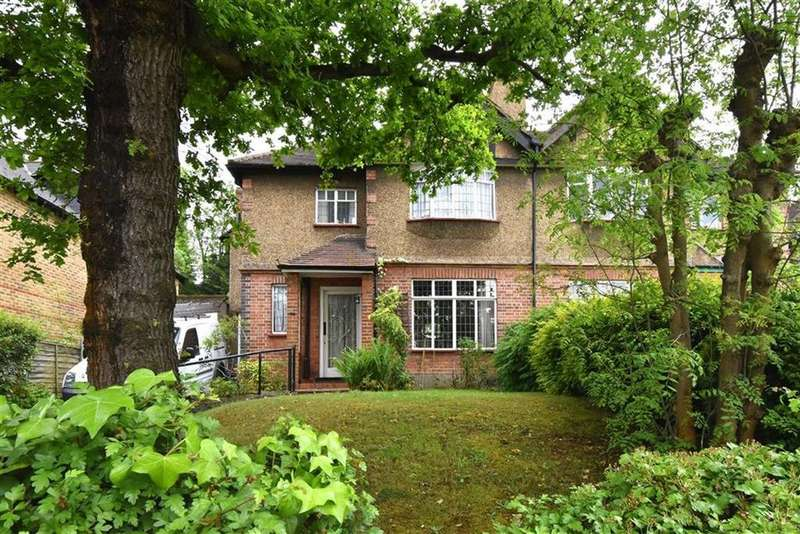 3 Bedrooms Semi Detached House for sale in Ravensbourne Avenue, Bromley, Kent