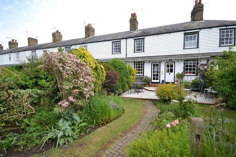 2 Bedrooms Cottage House for sale in Granville Terrace, Burnham-on-crouch