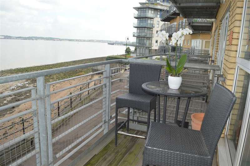 2 Bedrooms Apartment Flat for sale in Portland Place, Greenhithe