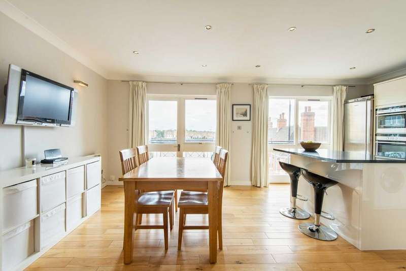 2 Bedrooms Duplex Flat for sale in Goodhart Place, E14
