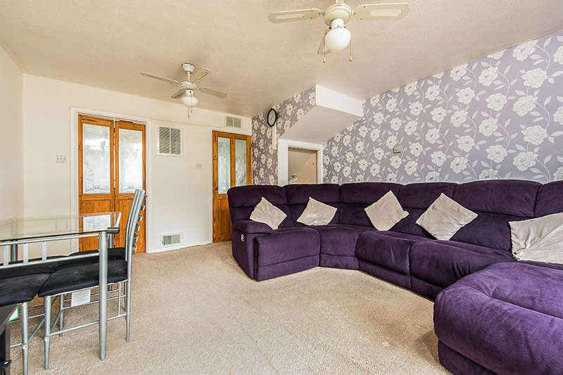 2 Bedrooms Property for sale in Orchard Close, ASHFORD, TW15
