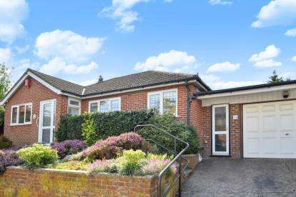 2 Bedrooms Bungalow for sale in William Barefoot Drive, London