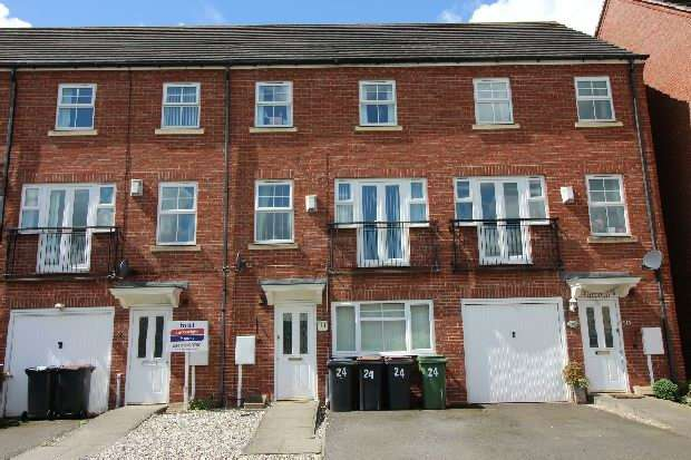 4 Bedrooms Semi Detached House for sale in Silken Court, Nuneaton