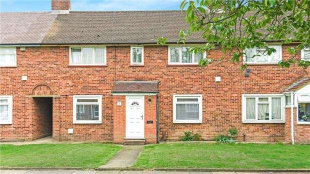 3 Bedrooms Terraced House for sale in Cranford Close, Staines-upon-Thames, Surrey