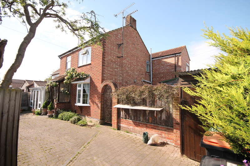 4 Bedrooms Semi Detached House for sale in Vine Cottage, The Warren, Bedford, MK41