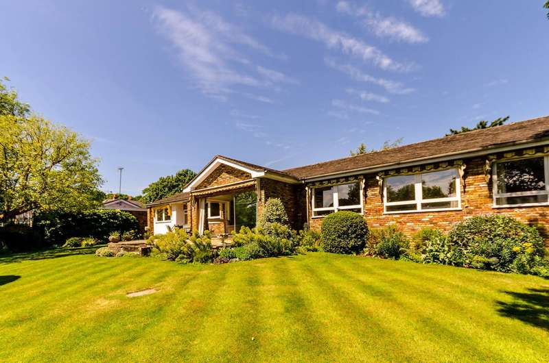 5 Bedrooms Bungalow for sale in Fitzgeorge Avenue, Coombe, KT3