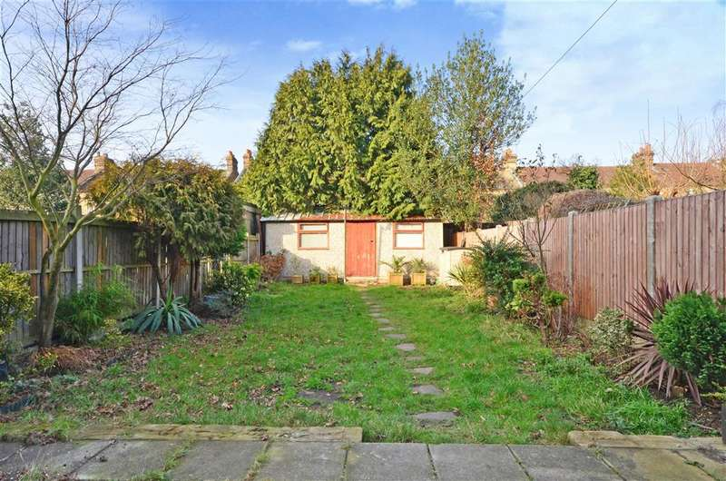 4 Bedrooms Terraced House for sale in Montreal Road, Ilford, Essex
