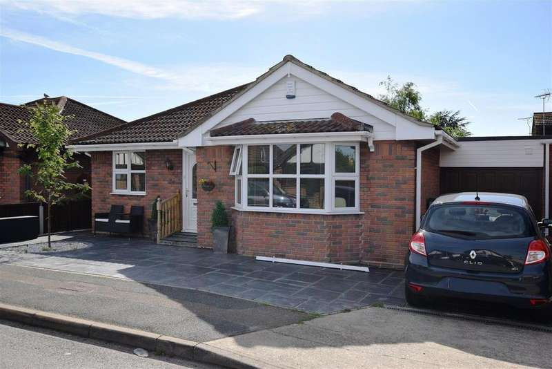 3 Bedrooms Detached Bungalow for sale in Brandenburg Road, Canvey Island
