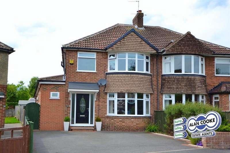 3 Bedrooms Semi Detached House for sale in Winding Way, Leeds